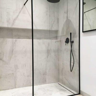 marmurowa łazienka;
